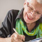 Já pensou em escrever um livro ou poemas? Conheça as oficinas de escrita criativa