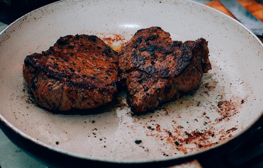 Carne queimada alimentos que envelhecem precocemente 60 mais