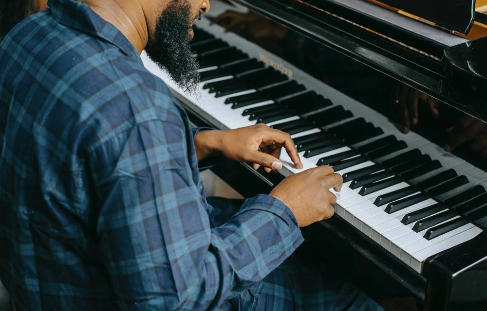 Como aprender um instrumento musical em casa - 60+